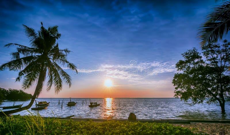 Nette Sonnenaufgangstrand Batam-Insel Indonesien lizenzfreies stockfoto