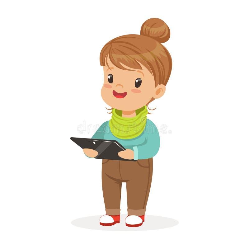 Nette Stellung des kleinen Mädchens und Anwendung der digitalen Tablette für das Spielen Kind und bunte Zeichentrickfilm-Figur de vektor abbildung