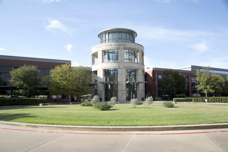 Nette Tarrant County College-Campusansicht stockfotos