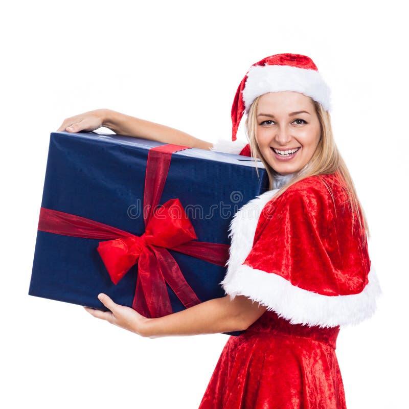 Nette Weihnachtsfrau mit großem Geschenk stockbilder