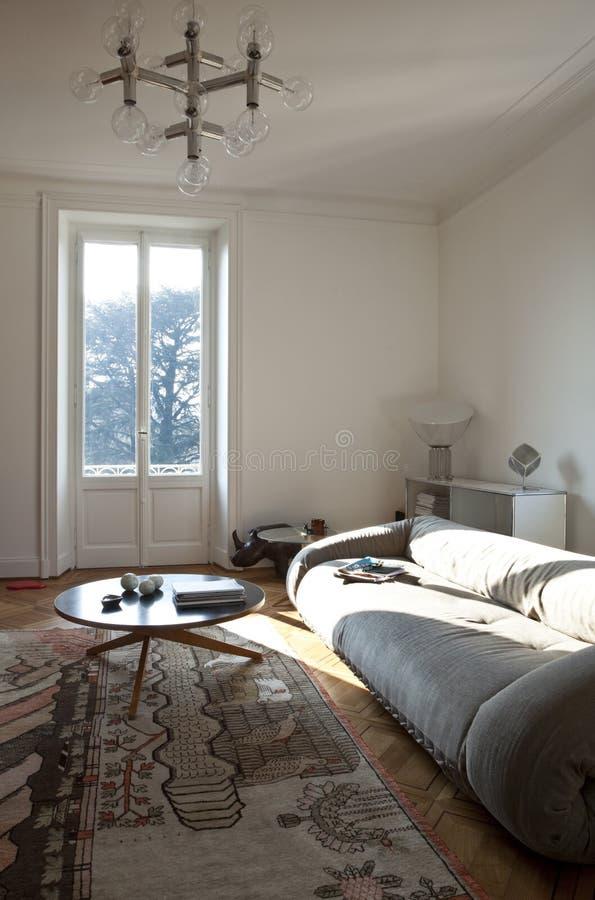 Nette Wohnung ausgestattet, Wohnzimmer stockfotos