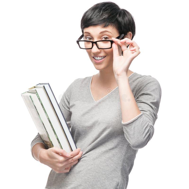 Nette zufällige Frau, die Bücher hält lizenzfreies stockfoto