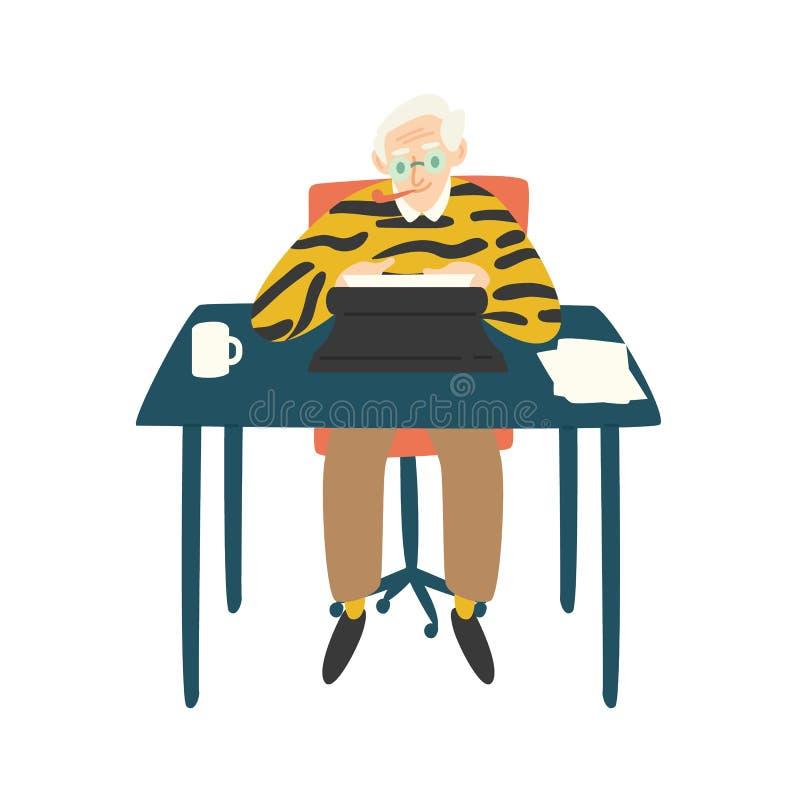 Netter älterer Verfasser, Kritiker oder Romanautor, die am Schreibtisch, Pfeife stationieren und an Schreibmaschine arbeiten Auto stock abbildung