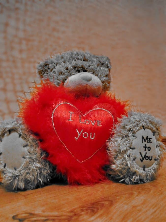 Netter Bär, rotes Herz mit der Aufschrift 'ich liebe dich 'und 'ich zu Ihnen ' 14. Februar - Valentinstag lizenzfreies stockfoto