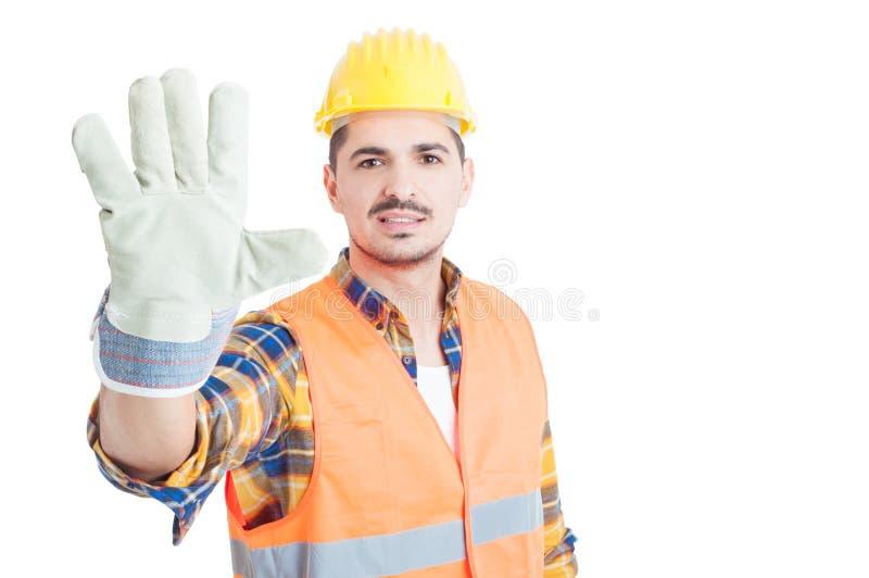Netter Erbauer, der Nr. fünf zeigt oder Geste des Hochs fünf tut stockfotos