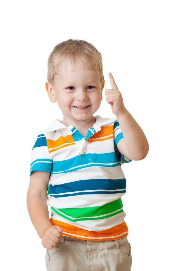 Netter freundlicher Kindjunge mit dem Finger oben lizenzfreie stockfotos