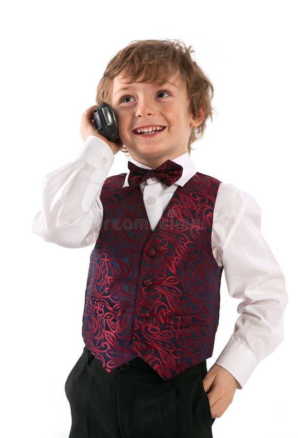 Netter gekleideter oben Junge, der über portablem Radio spricht lizenzfreie stockbilder