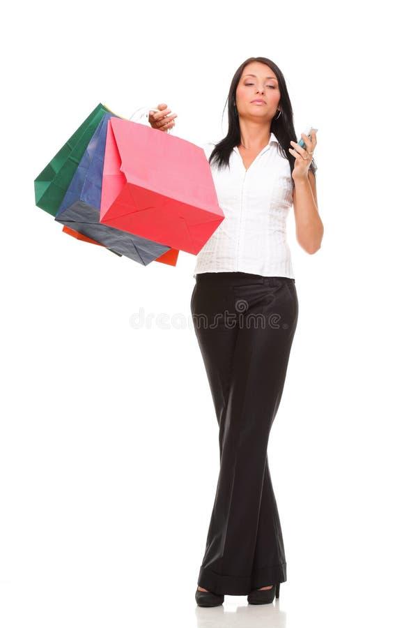 Download Netter Handy Der Jungen Frau Des Porträts Beim Halten Des Einkaufsbas Stockfoto - Bild von leben, schönheit: 27732070