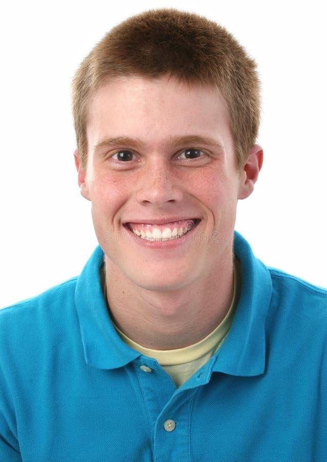 Netter jugendlich Junge mit Freckles stockbild