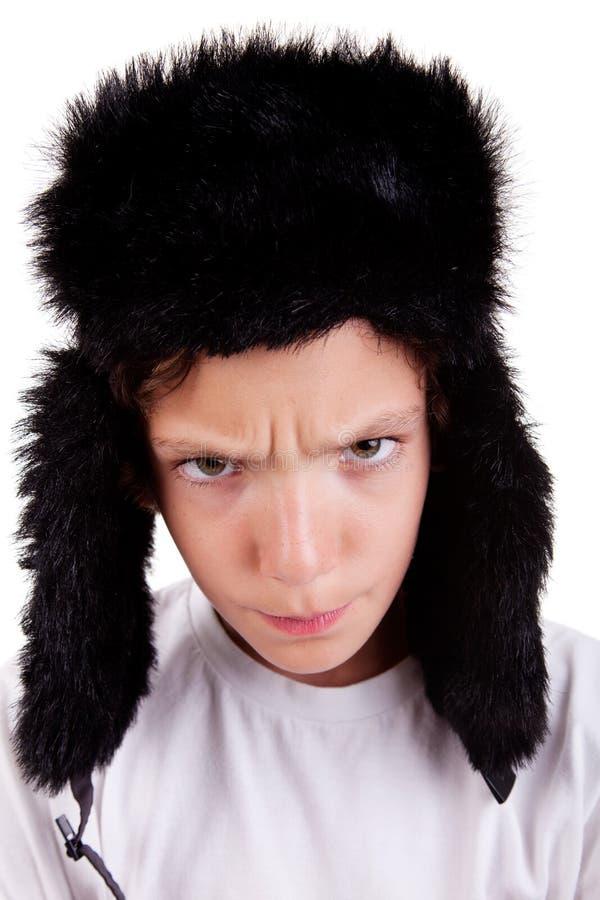 Netter Junge mit einer Schutzkappe, verärgert stockfoto