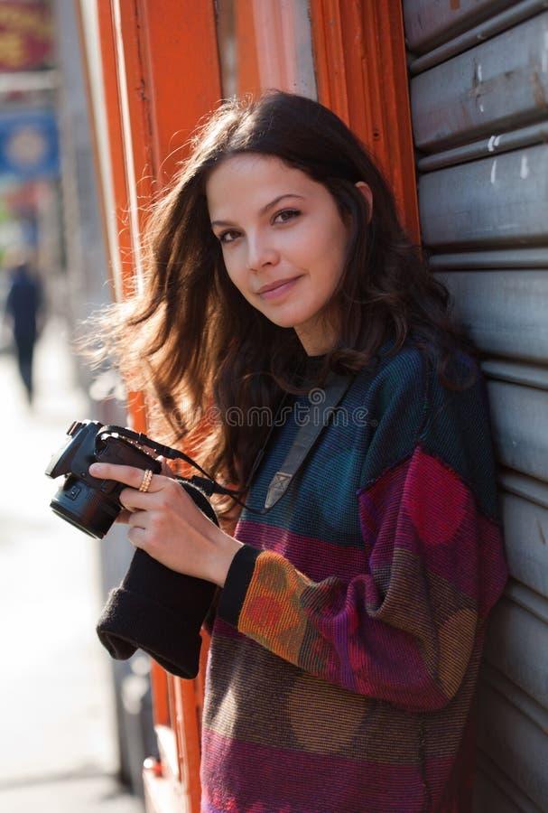 Netter junger Fotograf stockfoto