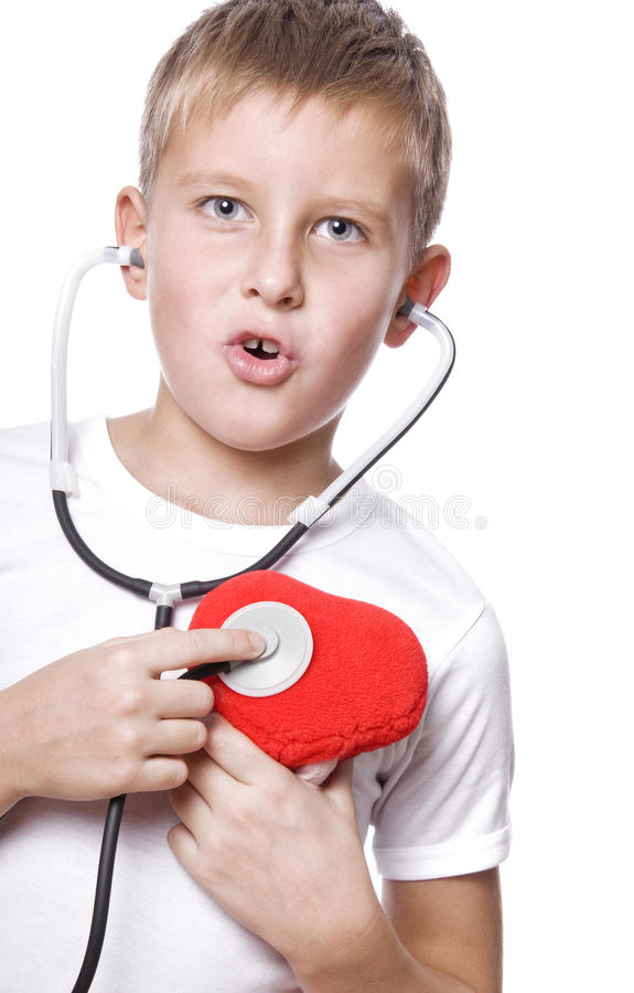 Netter junger Junge, der Doktor spielt stockfoto