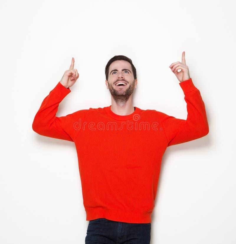Netter junger Mann, der oben Finger zeigt lizenzfreies stockbild