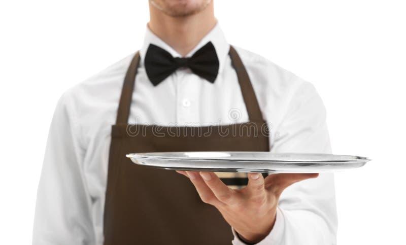 Netter Kellner, der braunen Rechnungsordner hält lizenzfreie stockfotos