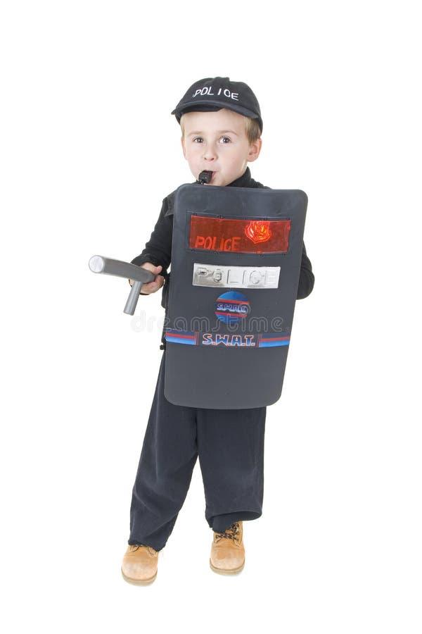 Netter kleiner Junge in der policemans Ausstattung stockfotografie