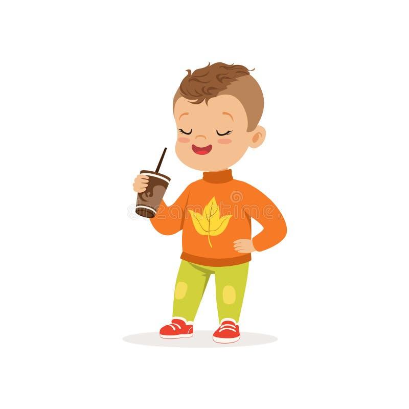 Netter kleiner Junge in der warmen Kleidung, die mit Schale heißer Schokolade, das reizende Kind genießt Fall steht, Herbst scher vektor abbildung