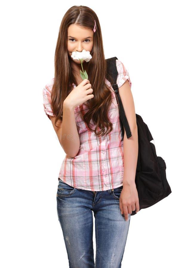 Netter Kursteilnehmer riecht eine Blume lizenzfreie stockfotos