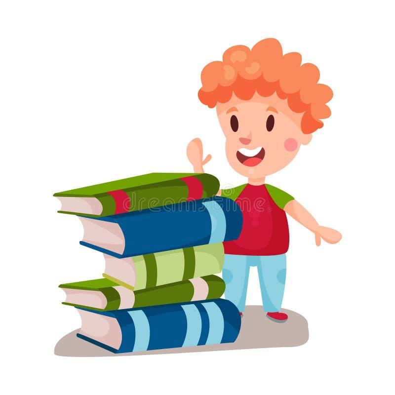 Netter Rothaarigejunge, der nahe bei einem Stapel des Buch-, Bildungs- und Wissenskonzeptes, bunte Charakter Illustration steht vektor abbildung