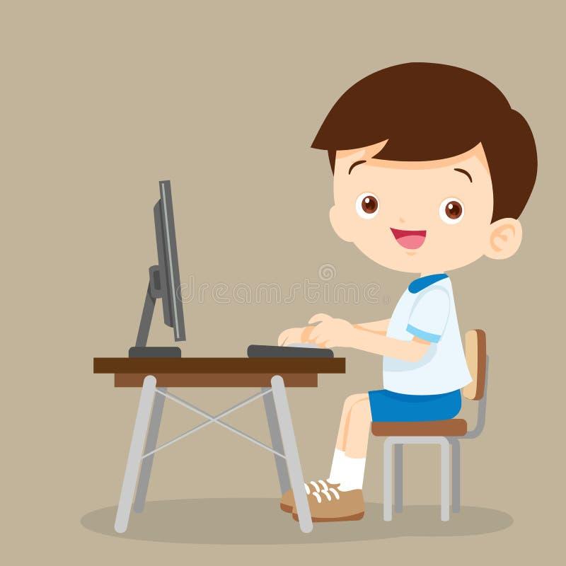 Netter Studentenjunge, der mit Computer arbeitet stock abbildung