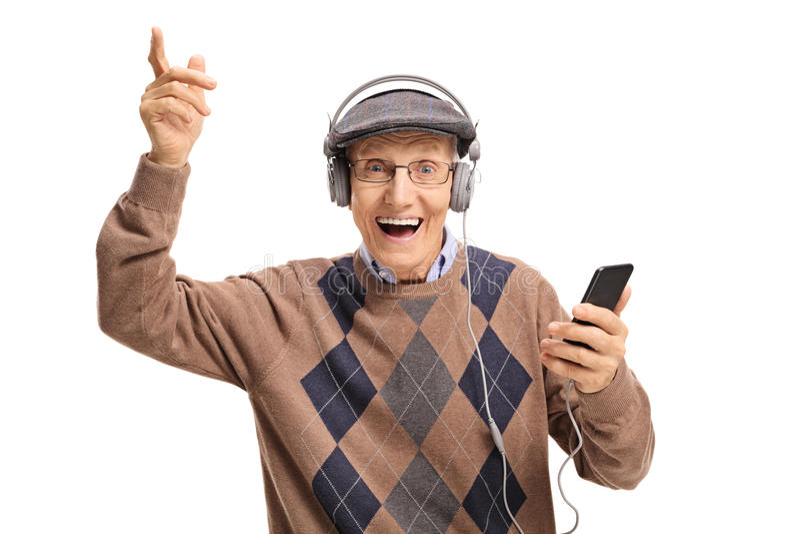 Nettes älteres Hören Musik an einem Telefon stockbilder