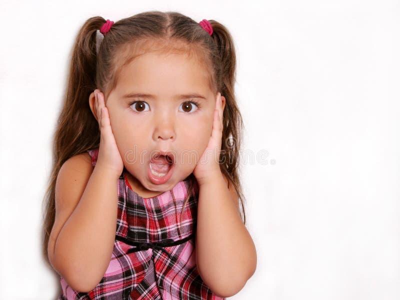 Nettes überraschtes kleines Mädchen lizenzfreie stockfotografie