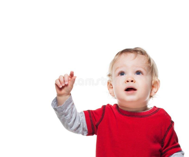 Nettes Baby, das oben auf Weiß schaut stockfotos