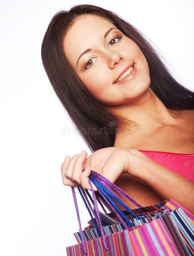 Nettes Einkaufen der jungen Frau mit Farbtaschen stockfoto