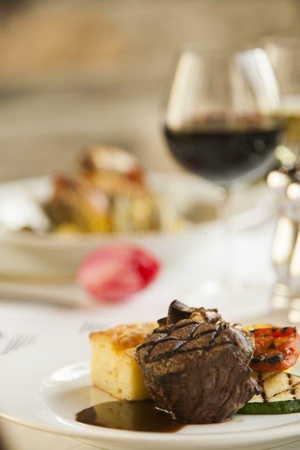 Nettes feines Steakabendessen. stockfotos