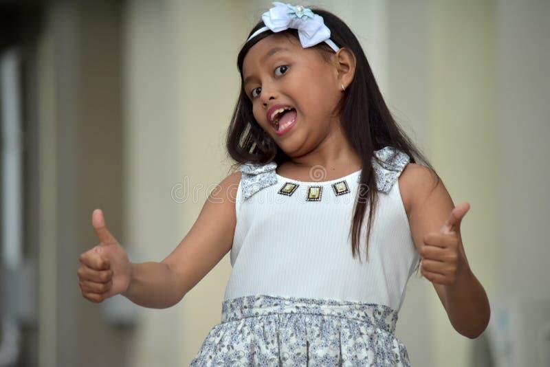 Nettes Filipina Girl With Thumbs Up lizenzfreies stockfoto