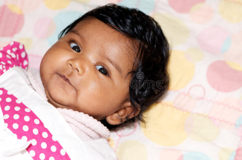 Nettes indisches neugeborenes lizenzfreies stockfoto