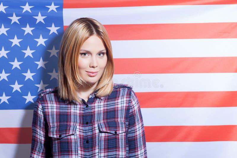 Nettes junges Mädchen von den Vereinigten Staaten von Amerika lizenzfreie stockfotos