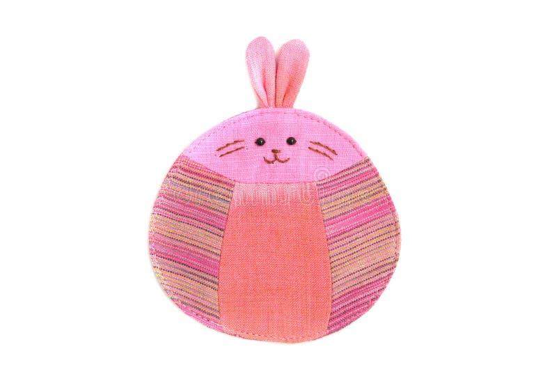 Nettes Kaninchen nähen durch Tuch stockfoto
