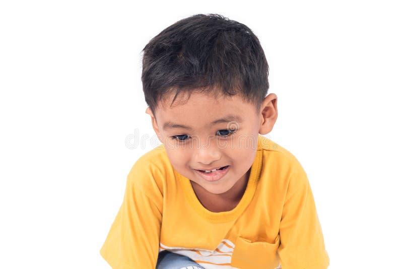 Nettes Kindasiatisches llittle Jungenlächeln stockbild
