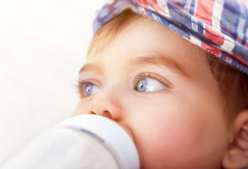 Nettes kleines Baby stockfotos