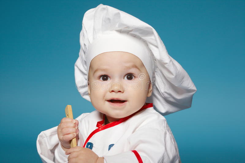 Nettes kleines Baby mit Chefhut lizenzfreies stockbild