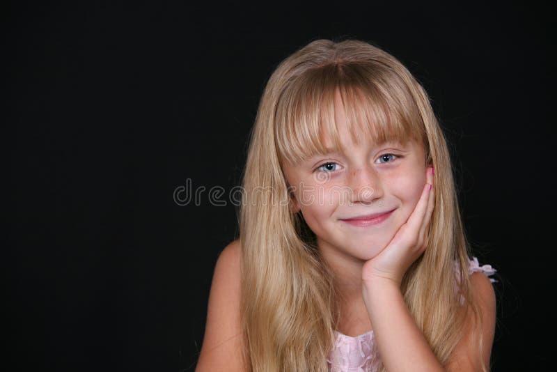 Nettes kleines blondes Mädchen lizenzfreies stockbild