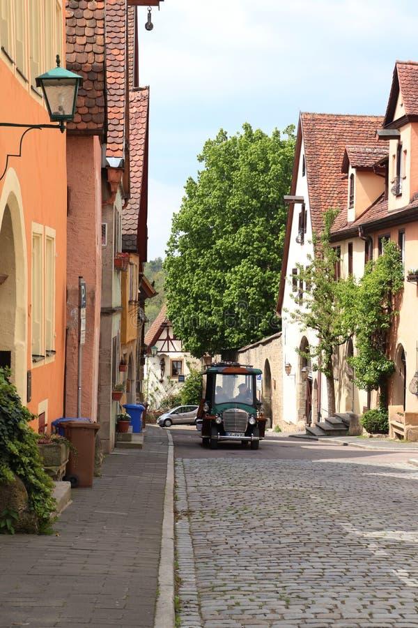 Nettes kleines Fahrzeug in Rothenburg-ob der Tauber lizenzfreie stockfotos
