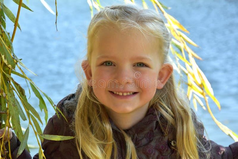 Nettes kleines Mädchen stockbild
