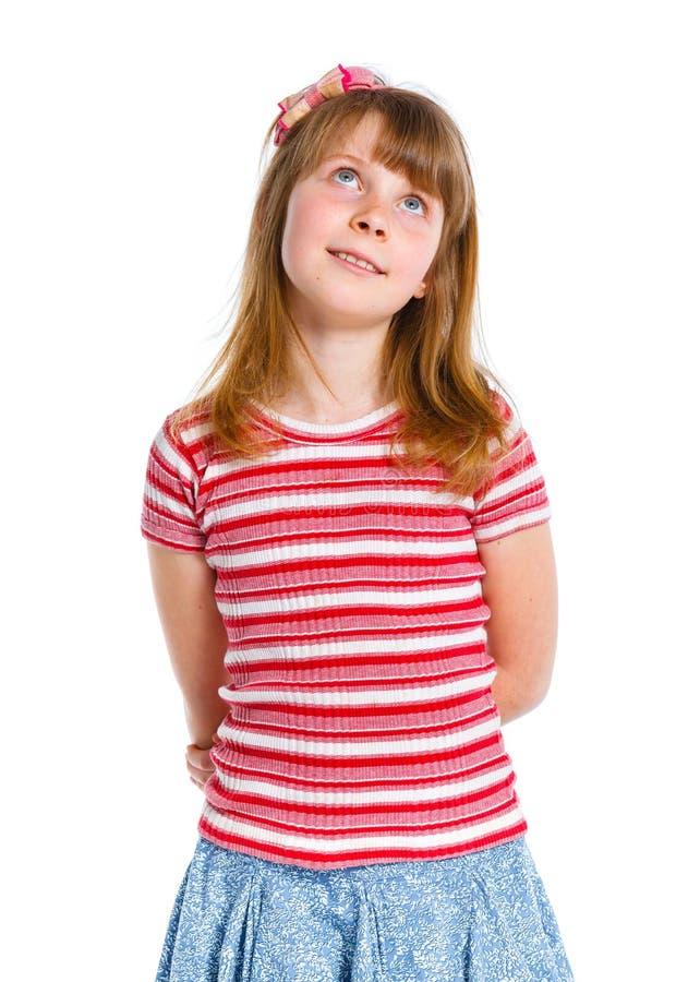 Nettes kleines Mädchen in der roten Kleidung stockfoto