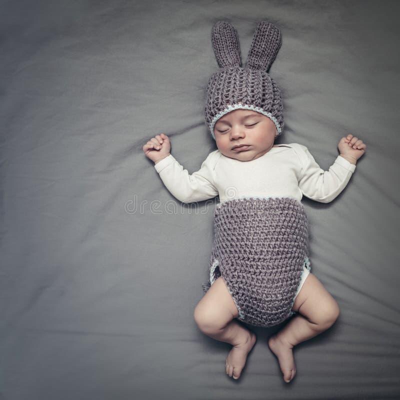Nettes kleines Ostern-Babyhäschen stockbilder
