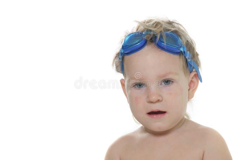 Nettes Kleinkind in den Schutzbrillen lizenzfreie stockfotos