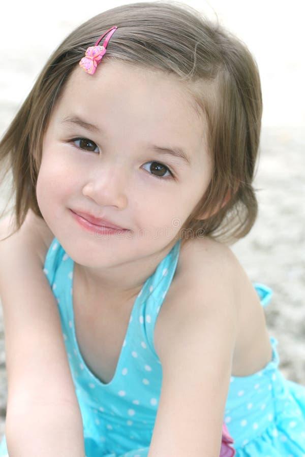 Nettes Kleinkind-Mädchen lizenzfreie stockbilder