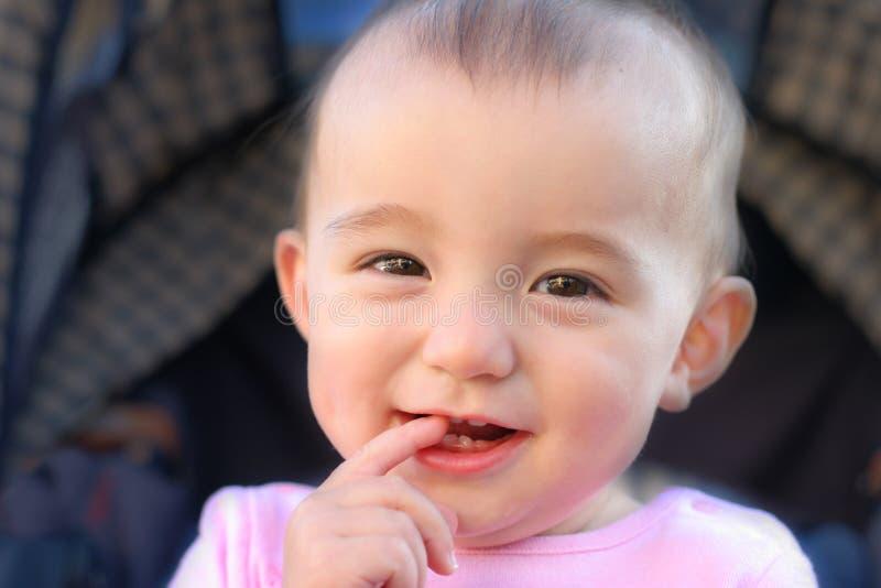 Nettes Kleinkindlächeln lizenzfreie stockfotos