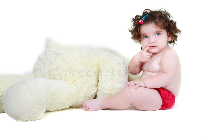 Nettes Kleinkindmädchen mit Jungen-Teddybären lizenzfreies stockfoto