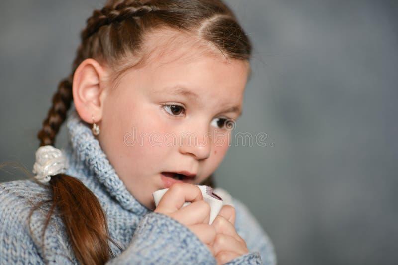 Nettes krankes Mädchen stockfotos