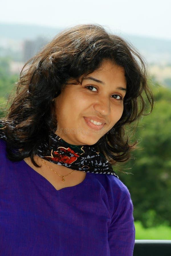 Download Nettes Lächeln stockfoto. Bild von portraiture, indisch - 9089678