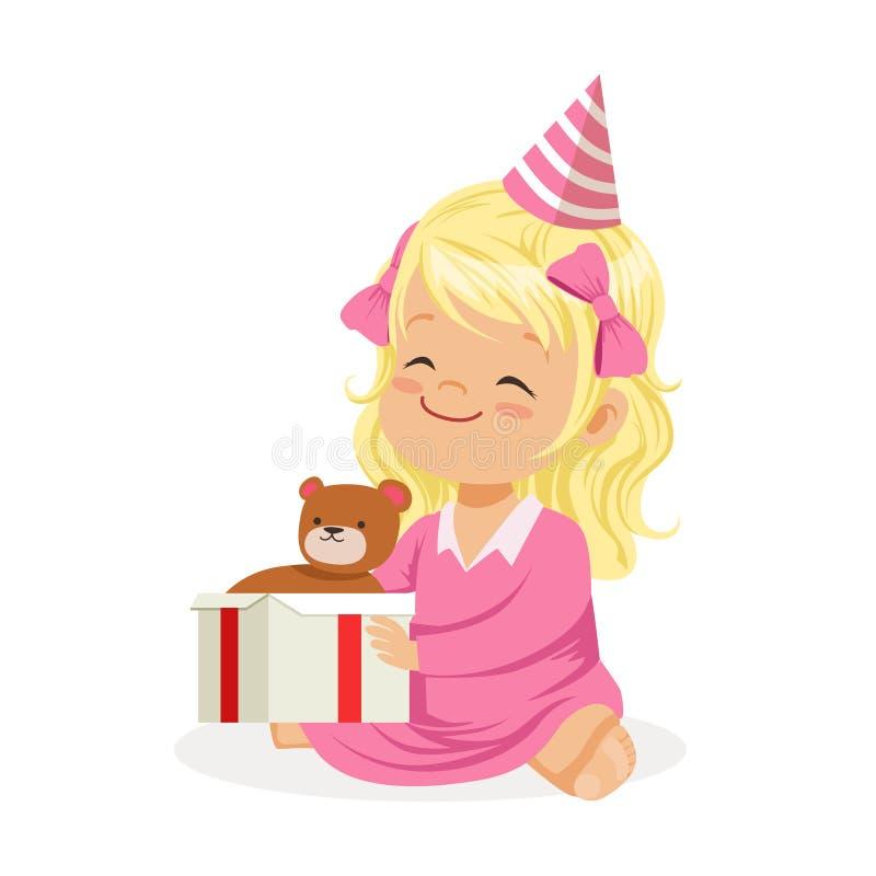 Nettes lächelndes Baby, das einen rosa Parteihut sitzt mit Geschenkbox trägt Scherzt bunte Zeichentrickfilm-Figur der Geburtstags vektor abbildung