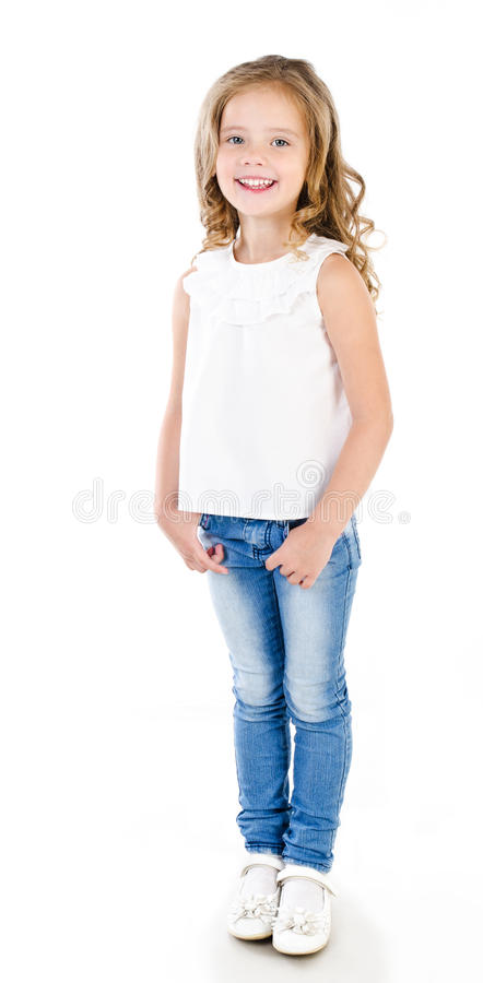Nettes lächelndes kleines Mädchen in den Jeans lokalisiert stockbilder