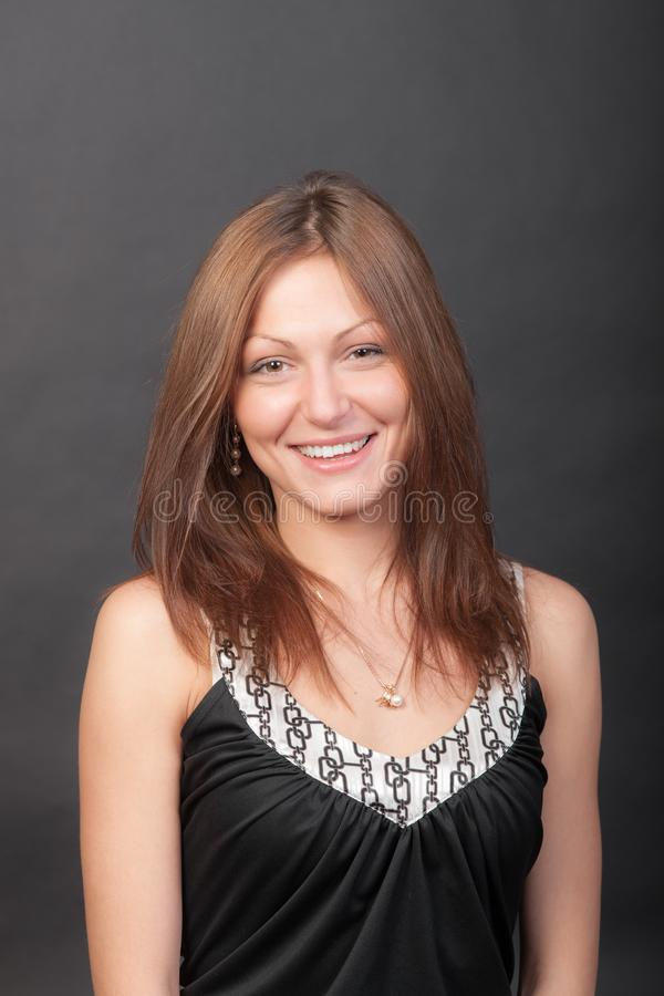 Nettes lächelndes Mädchen lizenzfreies stockfoto