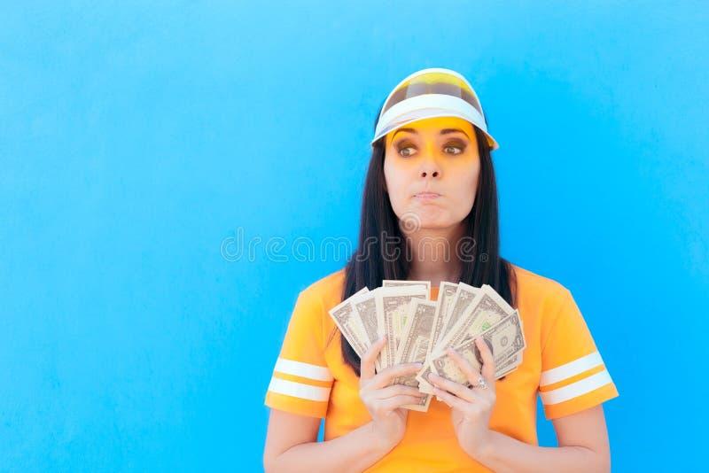Nettes Mädchen, das ihre Geld-Einsparungen in den Dollar-Banknoten hält stockbilder